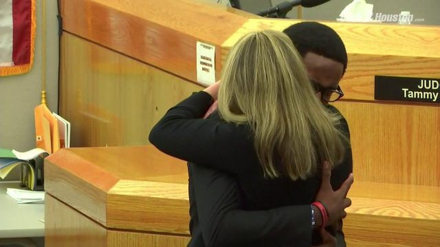 Botham Jean's brother hugs former police officer who killed him