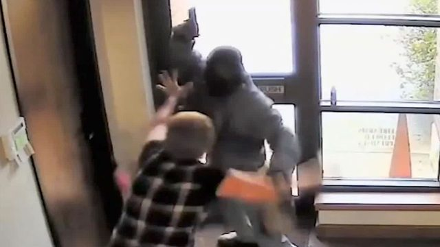 60-year-old Texas bank teller fights off armed robber