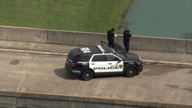 Body found in southeast Houston retention pond