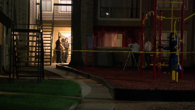 Deputies: 4 men storm into apartment, kill man while his 3 kids were sleeping