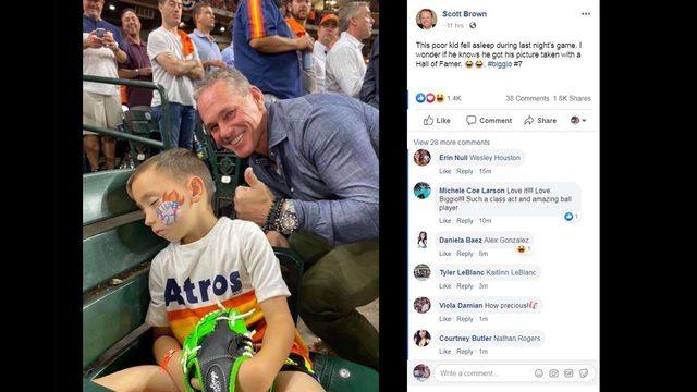 Hall of Famer Craig Biggio photobombs sleeping kid at Astros game