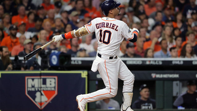 Astros bats deliver clutch hits in the biggest moments