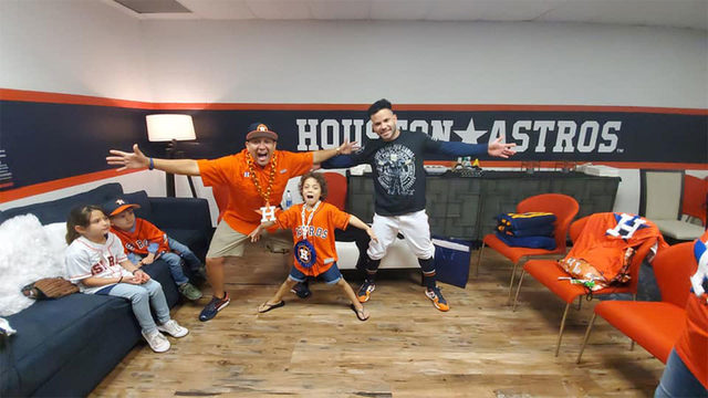 6-year-old cancer patient meets her hero, Jose Altuve, before Game 1 of…