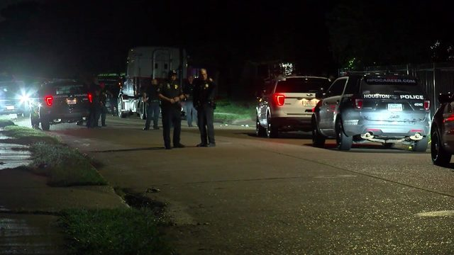 Man found shot to death in front of vacant home in Houston southside
