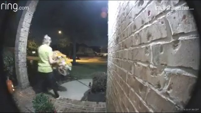 #TakeItBack VIDEO: Woman steals Astros wreath from League City home's front door