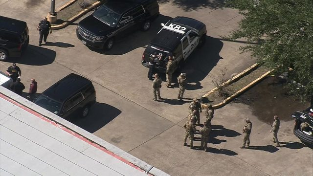 Armored car robbery suspect critically hurt after shootout with HPD SWAT…