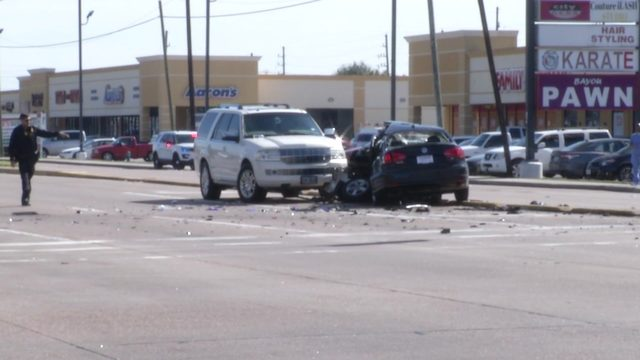 Man charged in 3-vehicle crash that left 1 dead, 2 injured on Westheimer…