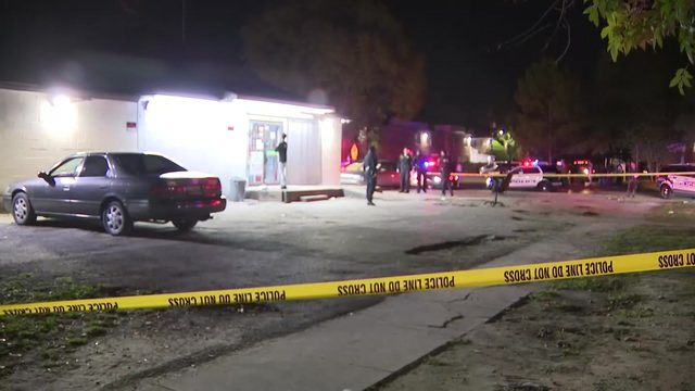 3 people shot inside corner store in southeast Houston, police say