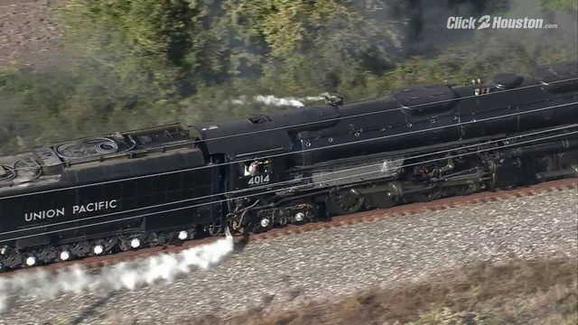 Big Boy 4014 locomotive travels to Houston