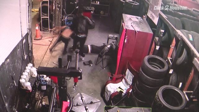 Terrifying video shows Houston tire shop employees held at gunpoint,…