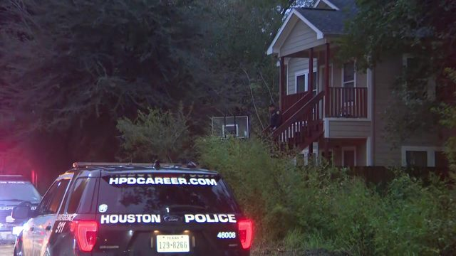 1 dead, another shot in head after apparent robbery in north Houston. police say