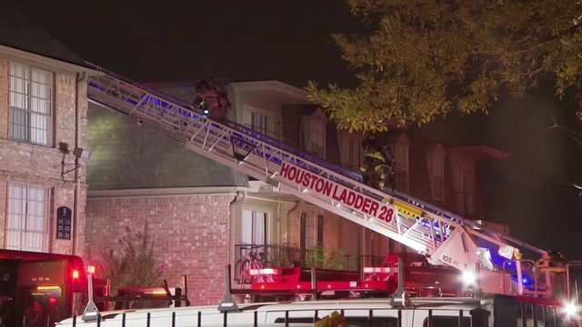 125 firefighters respond to apartment fire in southwest Houston