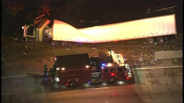 18-wheeler slams into disabled Greyhound bus with 30 people on board,…