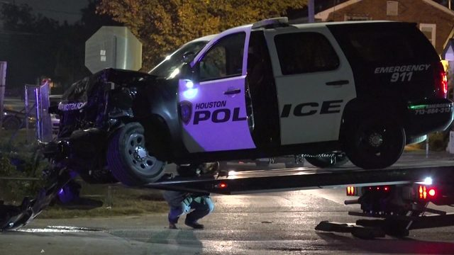 HPD officer injured in crash trying to catch ATM theft suspect